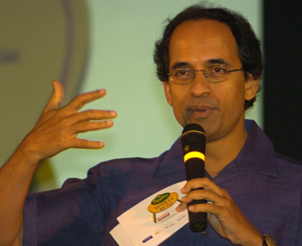 Bhogle set to return to cricket commentary