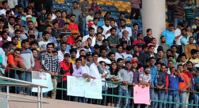 With some of the India internationals in action, the Vijay Hazare Trophy final between Mumbai and Delhi drew a large crowd. DH Photo