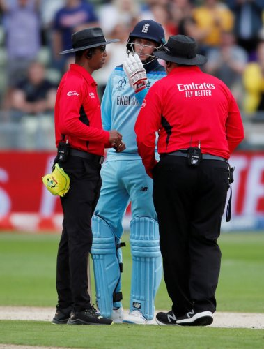 ICC Cricket World Cup Semi Final - Australia v England - Edgbaston, Birmingham, Britain - July 11, 2019 England's Joe Root speaks to umpire Handunnettige Dharmasena after England's Jason Roy is given out. (Photo by REUTERS)