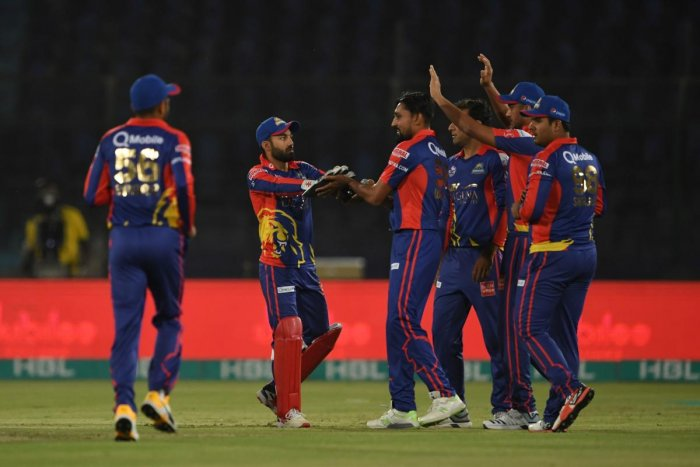 Karachi King's Waqas Maqsood (C) celebrates the wicket of Quetta Gladiators Ahmad Shahzad (unseen)during the Pakistan Super League (PSL) T20 cricket match between Karachi King's and Quetta Gladiators at the National Stadium in Karachi on March 15, 2020. (