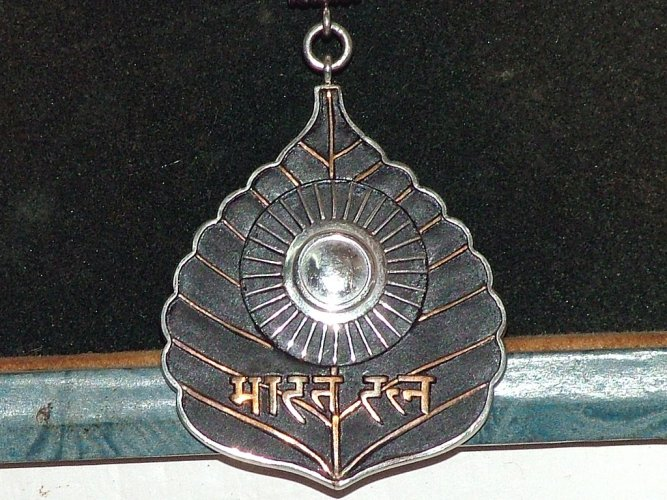 The Bharat Rathna Medal given to M. G. Ramachandran. Photo via Wikipedia.