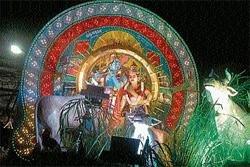 Oceanic crowd throng historic Madikeri Dasara