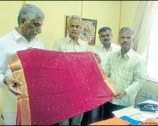 Govt says 'saree' to weavers