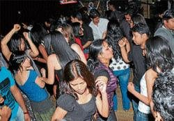 Mysoreans welcome New Year with a bang