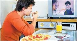 Eating, reading in front of TV 'leads to snacking'