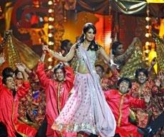'Dabangg' wins big at IIFA awards; Asha, Dharmendra honoured