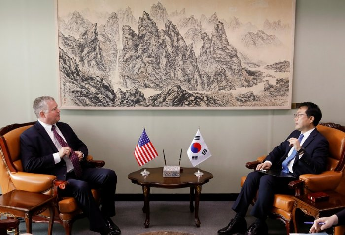 US special envoy for North Korea Stephen Biegun talks with his South Korean counterpart Lee Do-hoon during their meeting at the Foreign Ministry in Seoul, South Korea. (Reuters Photo)