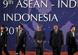 PM pitches for Indo-ASEAN Services,Investment pact by Mar 2012
