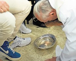 Pope breaks church tradition, washes women's feet