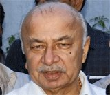Naxal attack: Shinde speaks of joint action, Greyhound forces
