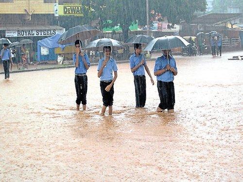 Heavy rains lash Shimoga, Uttara Kannada, Kodagu