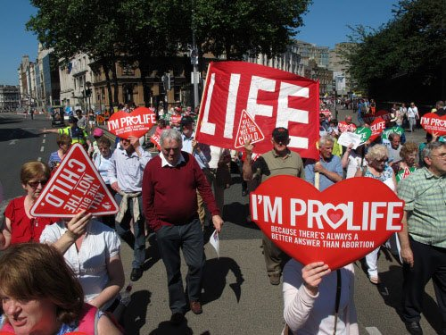 Thousands rally against abortion law in Ireland