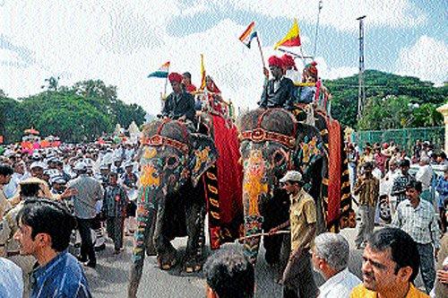 Mysore Palace jumbos paraded 'illegally'
