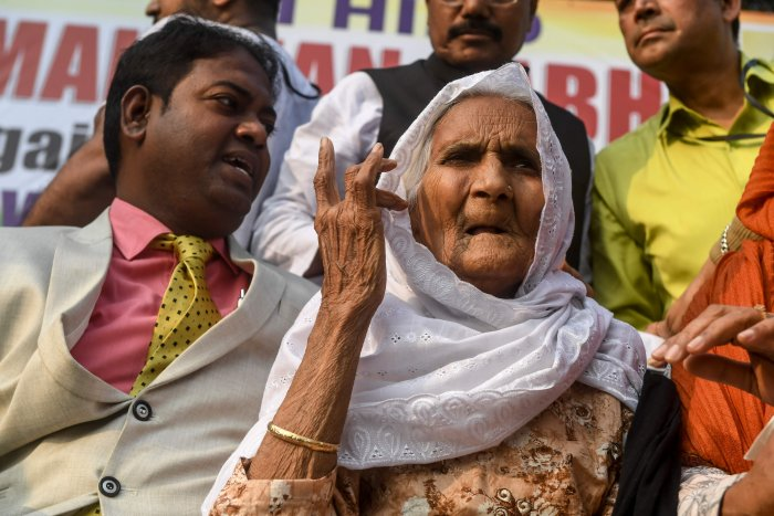 Shaheen Bagh's 'Dadi' (grandmother) Asma Khatoon (R), 90, and great grandson of B.R. Ambedkar, Rajratna Ambedkar (L), gesture as they protest against India's new citizenship law during a demonstration in Kolkata. (AFP Photo)