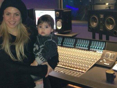 Son gives company to Shakira in studio