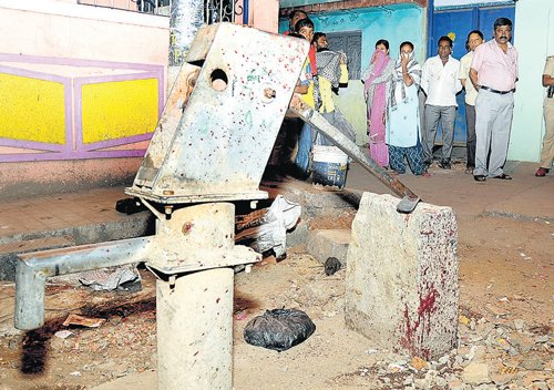 Rowdy hacked to death in Cottonpet