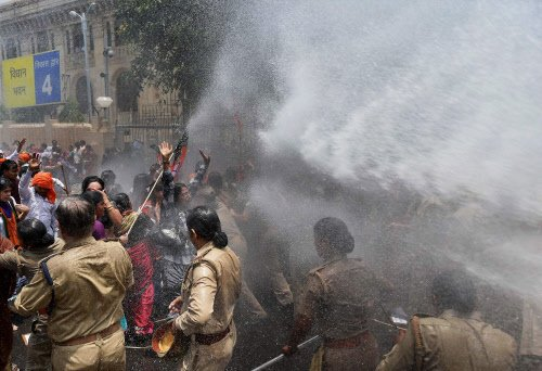 Police use water cannon on BJP workers
