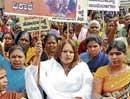 Jayalakshmi urges CM to drop Renukachrya