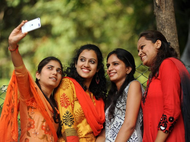 Close teen friendships can lower risk of health problems later
