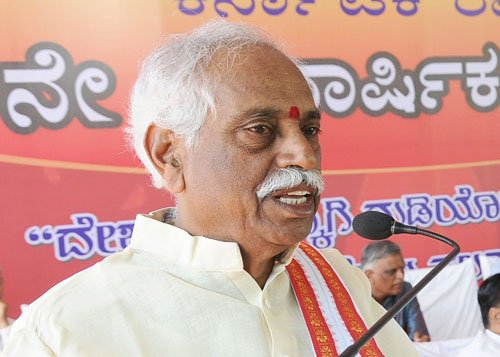 Union minister Bandaru Dattatreya booked over Dalit student's suicide