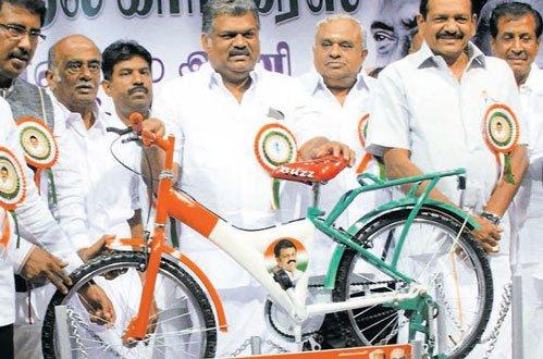 Maanila Cong-AIADMK talks hit roadblock over symbol | Deccan Herald