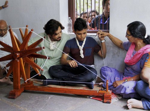 Irrfan spends Father's Day with son at Sabarmati Ashram