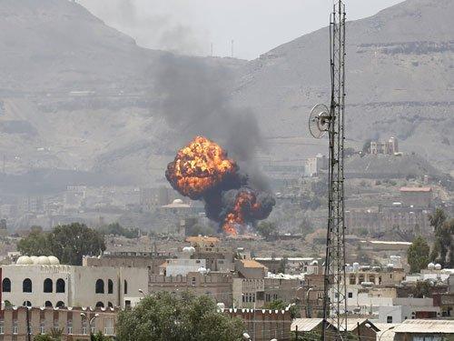 Suicide bombing kills 60 at Yemen army camp