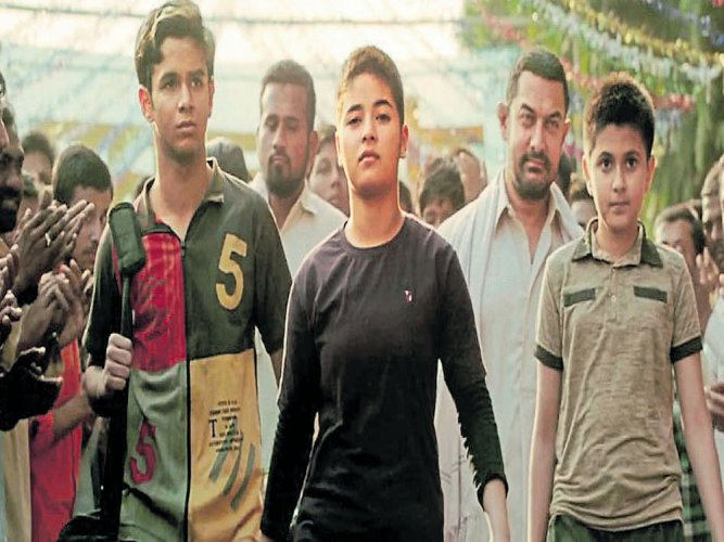 You are a role model for me: Aamir to Zaira Wasim