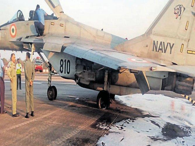 Navy aircraft force-lands at M'luru airport