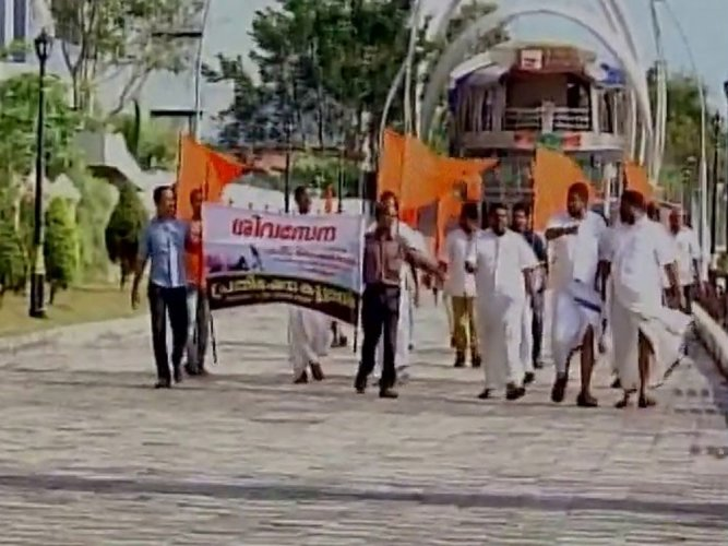 'Kiss of Love' protest held against Sena's 'moral policing'