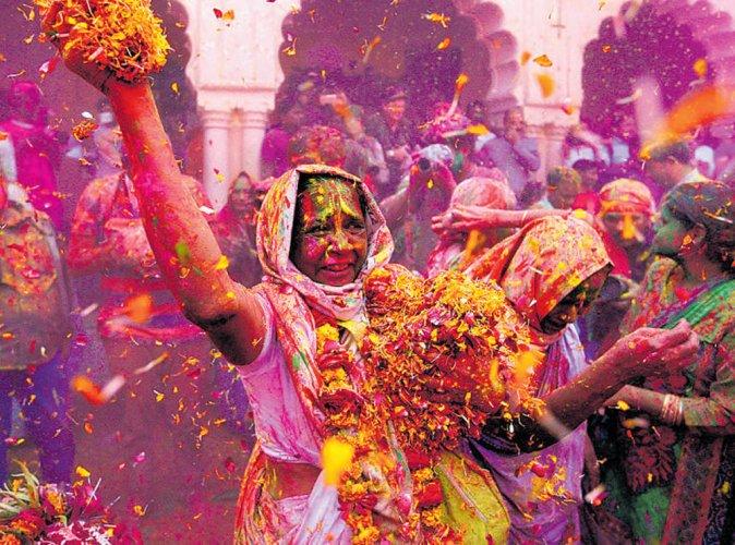 Splash of colours for widows of Vrindavan