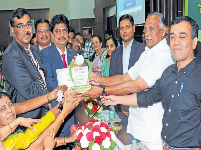Vijayapura wins best dist hospital award