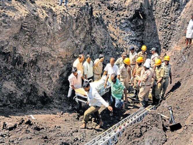 Two men repairing borewell buried alive