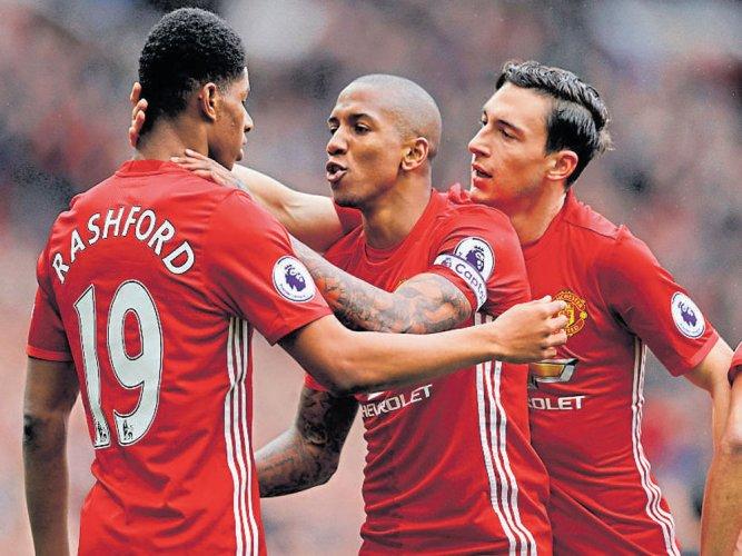 Man United sink Chelsea