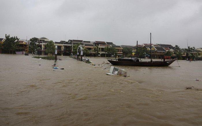 27 dead as Typhoon Damrey batters Vietnam