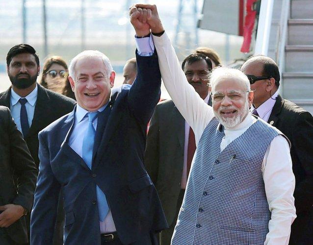 Modi joins Netanyahu to call for restart of Israeli-Palestinian peace process