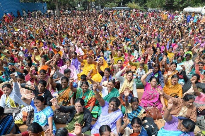Huge protest against unscientific implementation of Mathrupoorna scheme