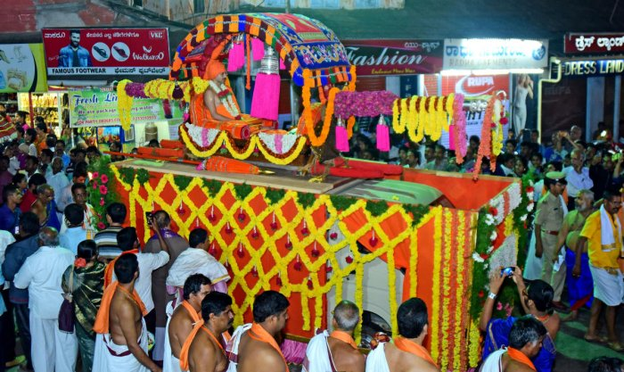 Colourful procession, attractive tableaux mark Paryaya