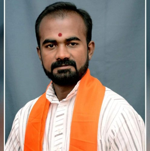 Bajrang Dal leader dies in mishap, kin suspects foul play