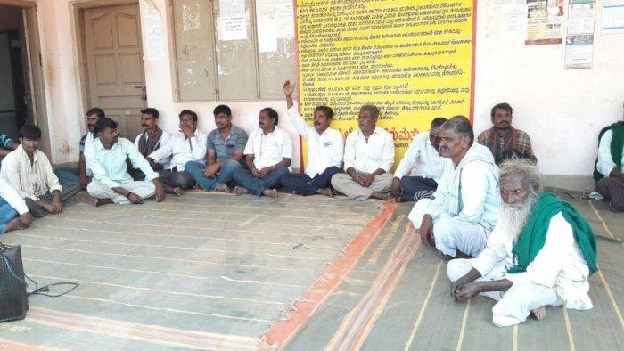Villagers charge irregularities in MGNREGS
