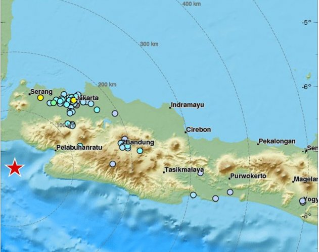 Strong quake sparks panic in Indonesia