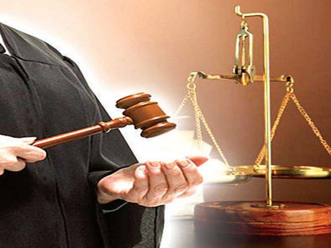 Bombay HC frees celebrity lawyer