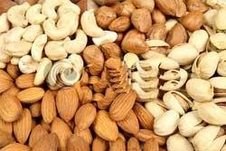 Eating nuts in your diet can cut cholesterol