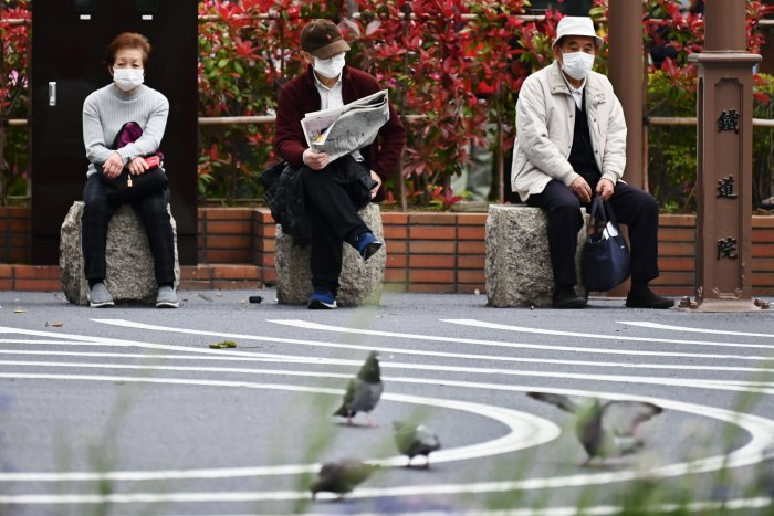 Japan expanded a state of emergency to the whole nation earlier this month that asks people to stay home and businesses to close or scale down temporarily, further damaging an economy already on the brink of recession. (AFP photo)