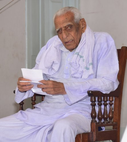 Freedom fighter H S Doreswamy DH photo by IRSHAD MAHAMMAD