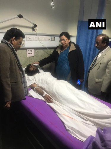Najma Akhtar, Vice-Chancellor of Jamia Millia Islamia visited All India Institute of Medical Sciences (AIIMS) trauma centre to enquire about the health of Shadab Farooq. Farooq is a student of Jamia Millia Islamia and was injured in firing in Jamia area, earlier today. (Twitter image/@ANI)