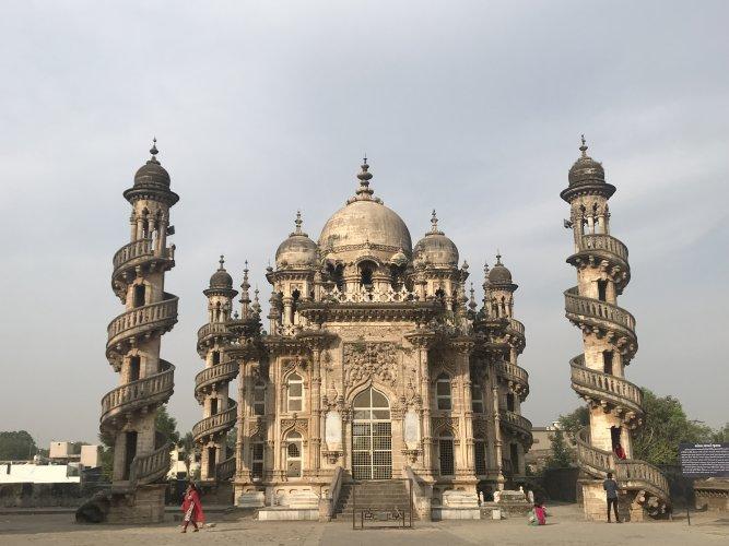 Junagadh has a wealth of monuments like the mausoleum of Vizier Bahauddinbhai Hasainbhai
