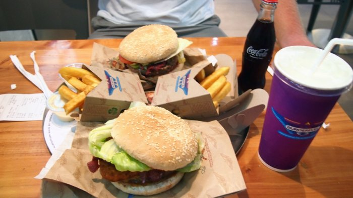 Junk food is bound to take its toll on health. Picture credit: commons.wikimedia.org/ Peg93