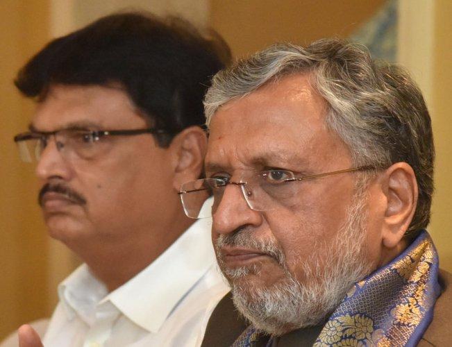 Finance minister Niranjan Pujari. (DH Photo)