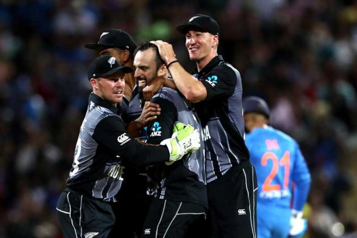 Colin Munro's explosive 72 set New Zealand up for victory with a four-run win over India in a cliff-hanger finish to Sunday's Twenty20 match in Hamilton, handing the hosts a 2-1 series victory.